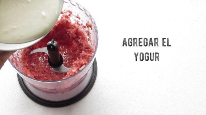 Cómo agregar yogur para hacer helado napolitano