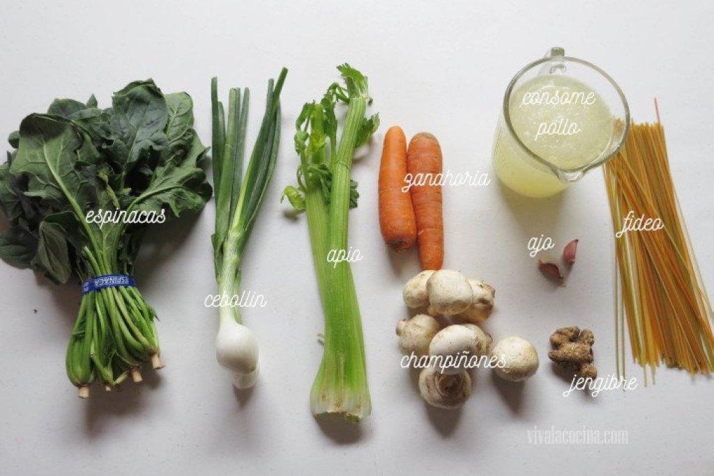 Ingredientes de Sopa de fideos con pollo y verduras