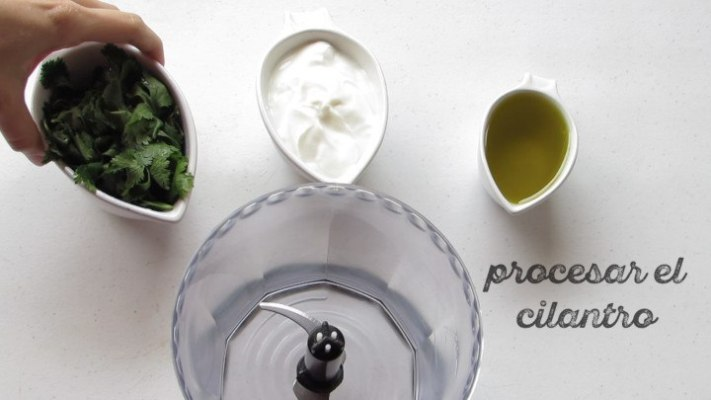 Cómo procesar el cilantro para hacer el aderezo