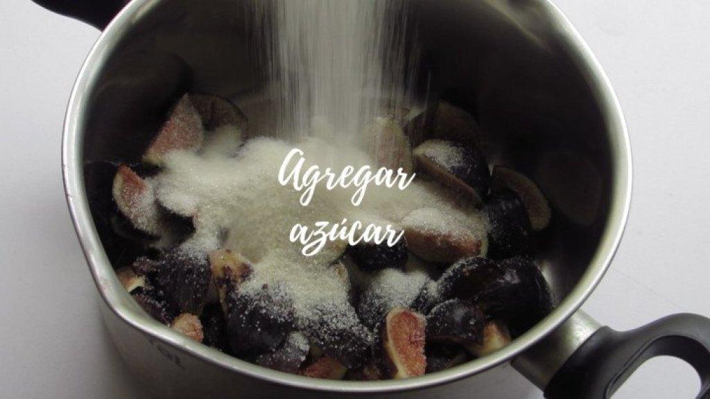 Cómo agregar azúcar para hacer la mermelada