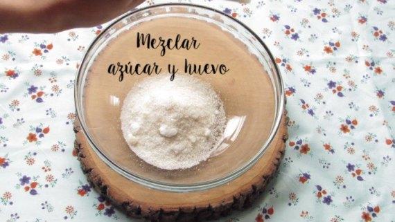 azucar y huevo para la Crema Dulce de piña