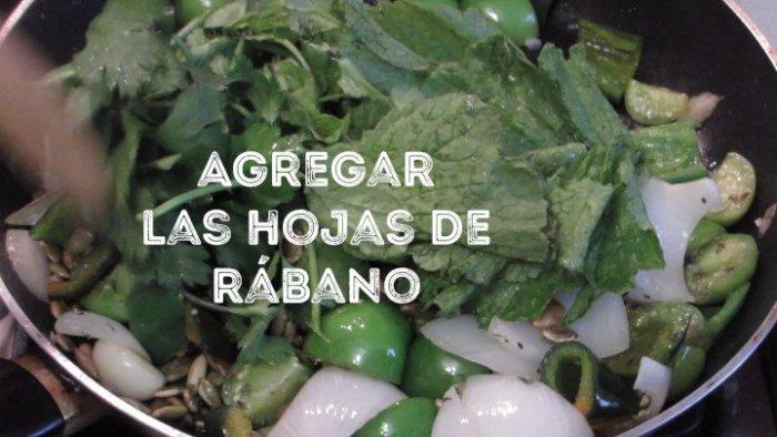 agregar hojas de rábano para hacer pozole verde