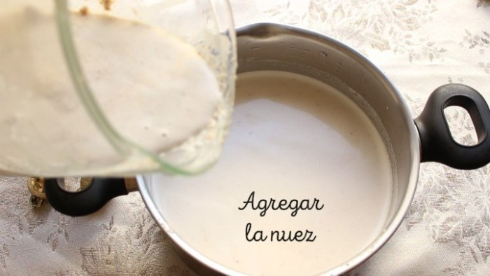 leche con nuez licuada para preparar atole de nuez