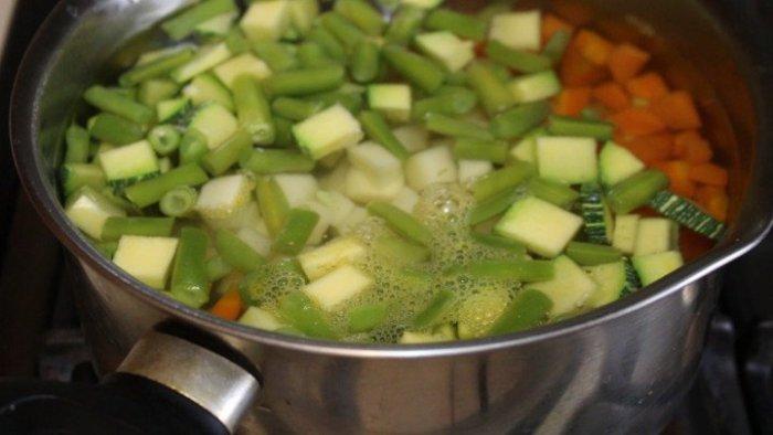 Cómo cocer vegetales para hacer tamales de verduras
