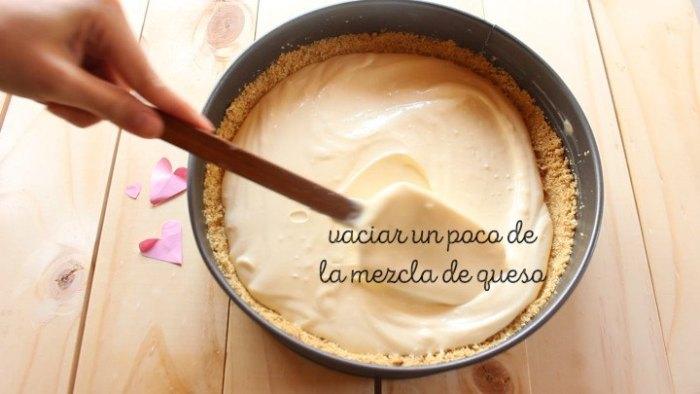 hacer capas en el molde del Cheesecake de frambuesa y limón