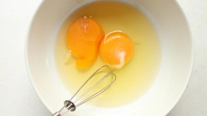 huevo para hacer quiche de espinacas