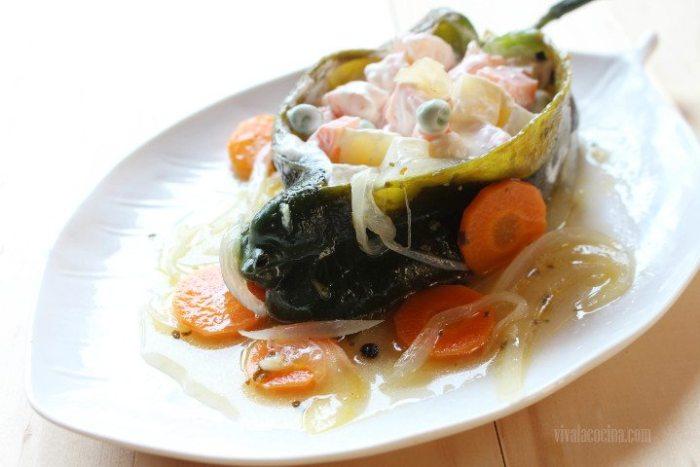 chiles rellenos de ensalada de camarones