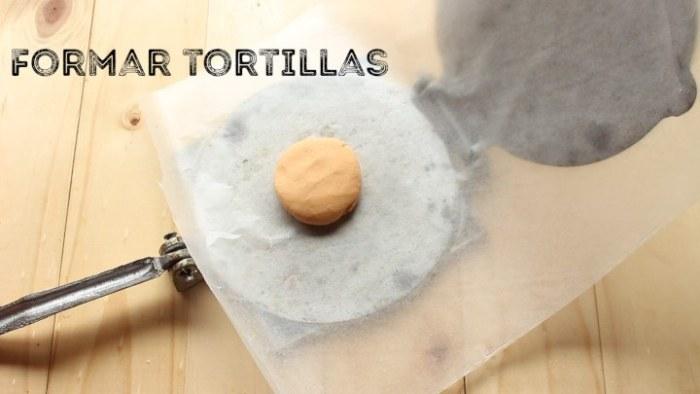 hacer tortillas para las quesadillas