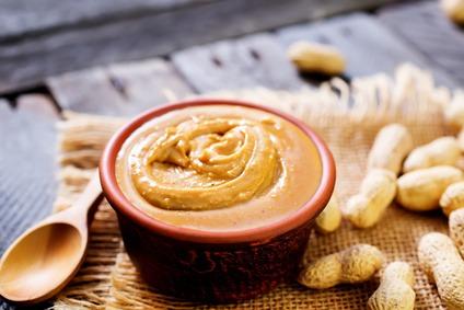 mantequilla de maní o crema de cacahuete