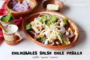 Chilaquiles en Salsa de Chile Pasilla: Receta Típica Mexicana