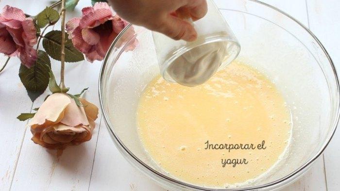 yogur y huevo para hacer bizcocho o rosca de yogur