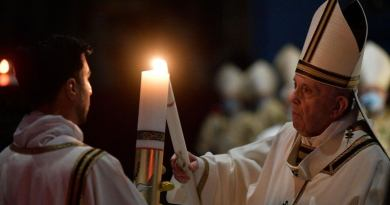 20210403-PopeFrancis-EasterVigil-VaticanMedia-001
