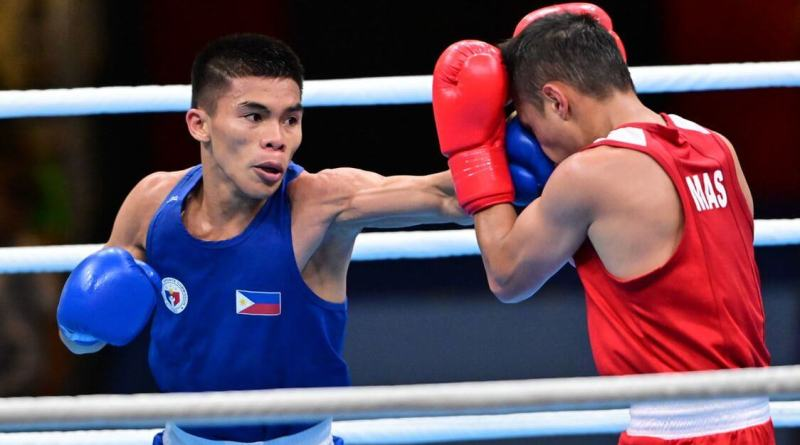 Carlo Paalam of the Philippines wins via a unanimous decision over Fuad Mohd Redzuan Muhamad of Malaysia in the 30th SEA Games men's boxing light-flyweight division on December 6, 2019 at the PICC Forum. Photo by Alecs Ongcal/Rappler