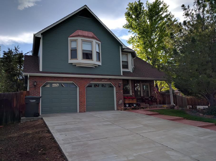 Dark green house with red brick garage  Vivax Pros