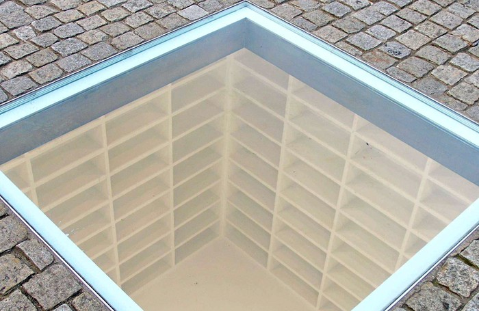 Memorial Quema de Libros en Bebelplatz - ViveBerlin Tours