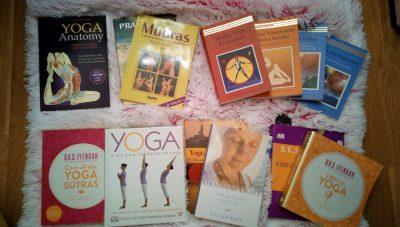 Vários Livros de Yoga.