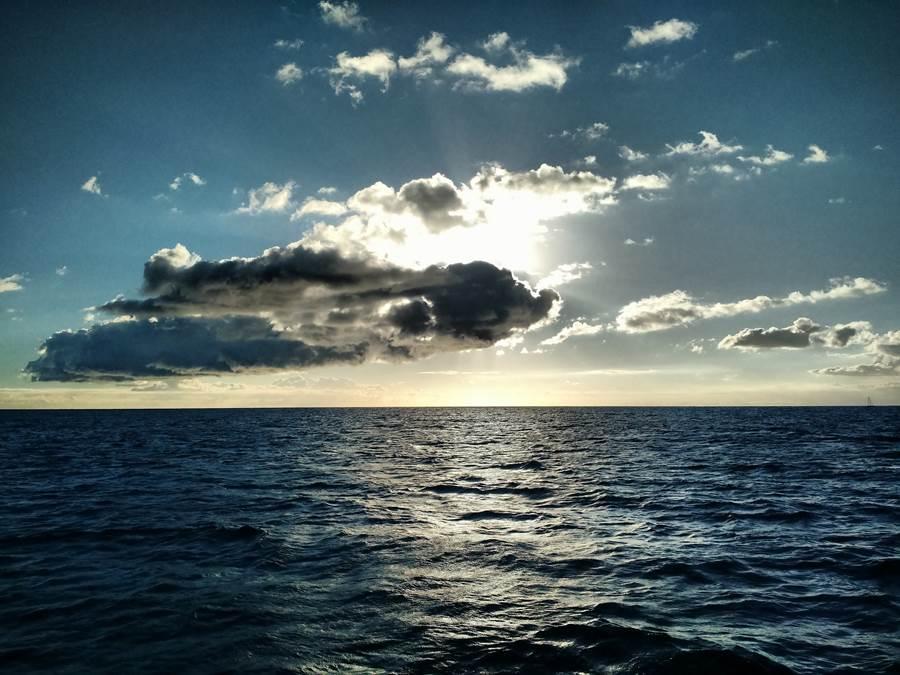 Pôr do Sol catamarã Nuvens