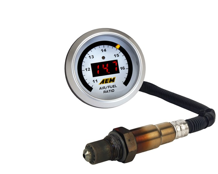 AEM s World-famous Wideband O2 air/fuel ratio UEGO gauge features a digital LED display and sweeping LED needle that changes colors as AFR changes from rich to lean. A 52mm (2-1/16