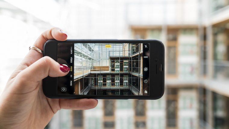 Barcelona inaugura el primer edificio de covivienda construido en la ciudad