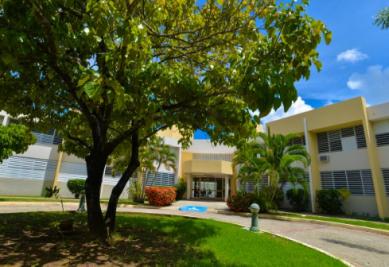 El edificio Pastor Félix Ríos López es un complejo de vivienda de dos pisos, cómodo y seguro, diseñado especialmente para personas de 62 años o más.