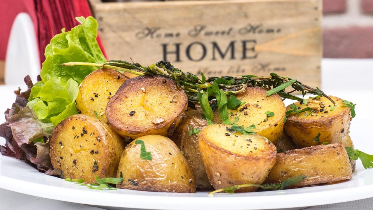 Receta-fácil-Prepara-unas-deliciosas-papas-doradas-con-mantequilla-y-ajo 01/07/20