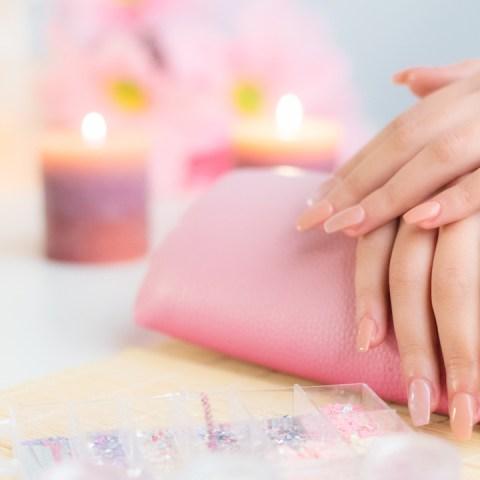 Conoce-cómo-hacer-que-tu-manicure-luzca-hermoso-y-dure-más-tiempo 27/07/20