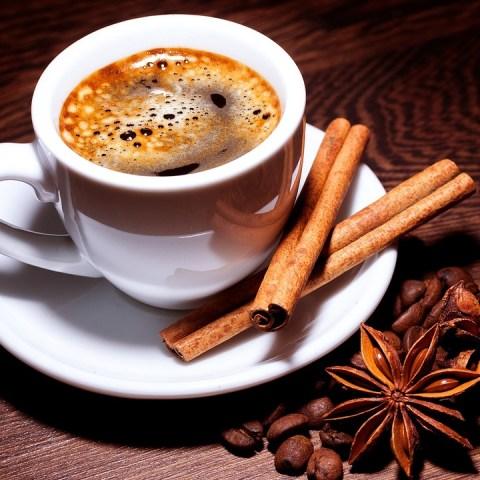 No creerás el maravilloso beneficio que tiene agregar canela a tu taza de café 07/08/20