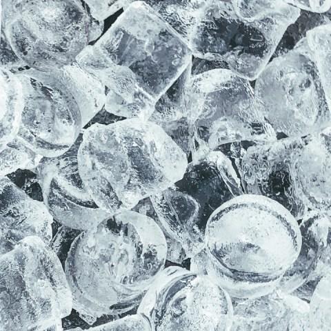 ¿Te gusta masticar hielos? Podrías tener una enfermedad en la sangre