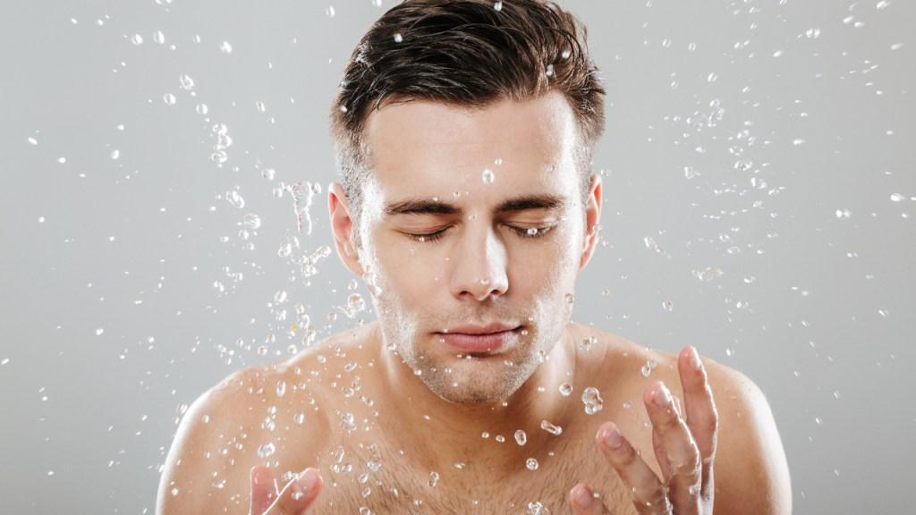 Conoce cuantas veces al día es recomendable lavarse la cara según expertos