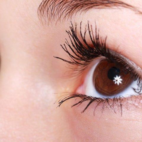 por que a veces tiembla el parpado del ojo causas y como detenerlo