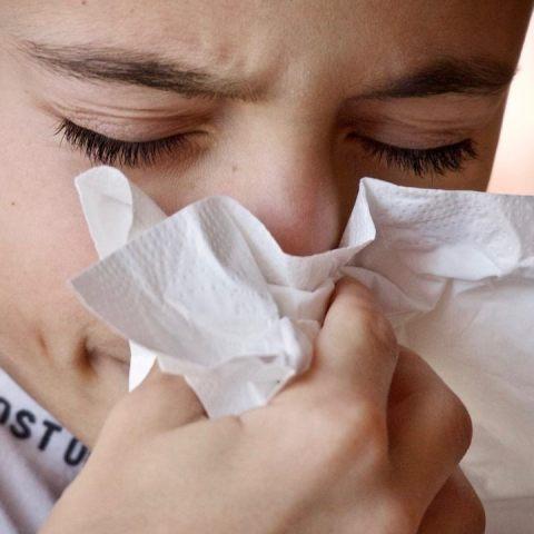 como distinguir si tienes alergia influenza o covid-19 estas son las diferencias
