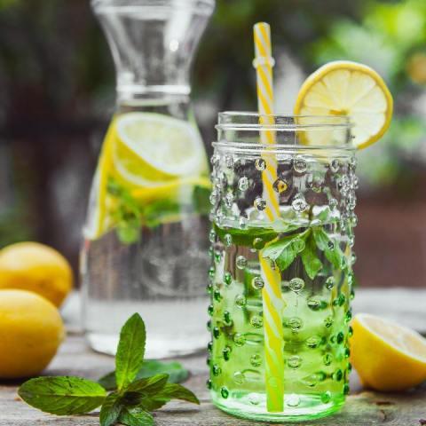 infusión detox con limón y menta