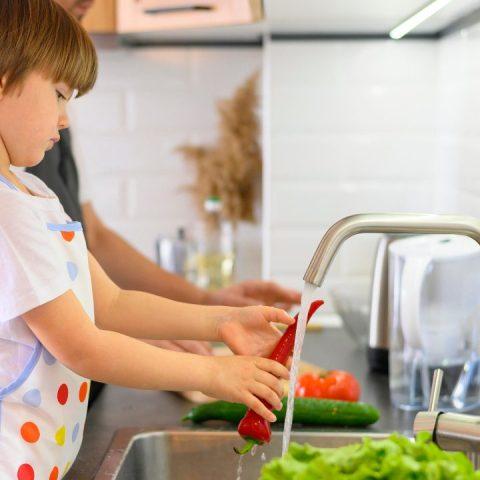 niños deben ayudar a limpiar la casa