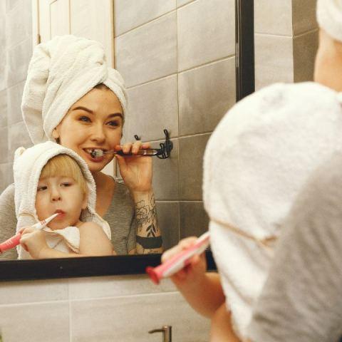 cepillar dientes bebés