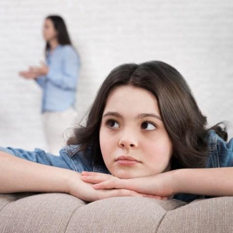 pelear con tu pareja frente a tus hijos daños