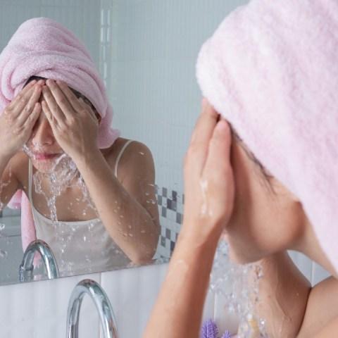 cómo secar secarse la cara cuidado de la piel skincare
