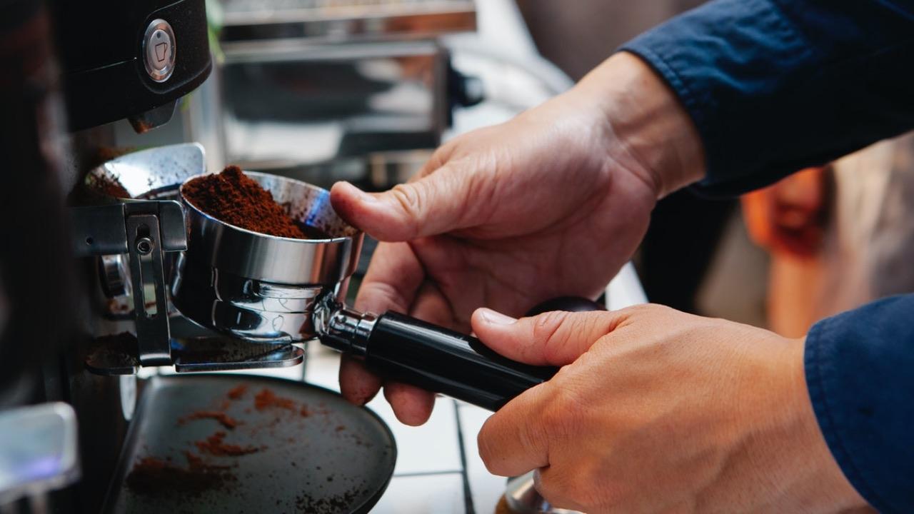 usos que le puedes dar al cafe molido limpieza del hogar