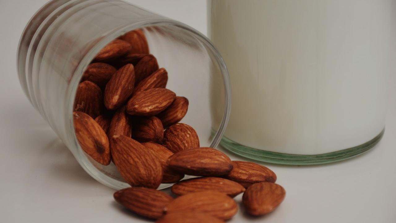 beneficios de la leche de almendras salud propiedades