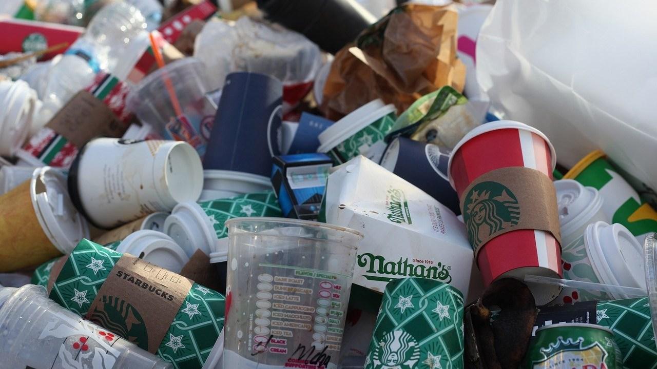residuos plástico cartón café desechables