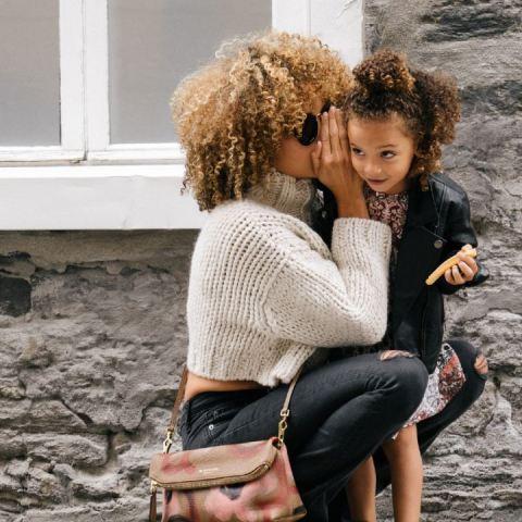 que pasa cuando critico a otras mujeres frente a mis hijos