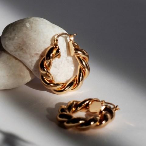 como reconocer si tus joyas son de oro