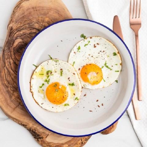 cómo preparar huevos estrellados en agua