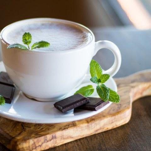 como hacer chocolate caliente con menta espumoso receta