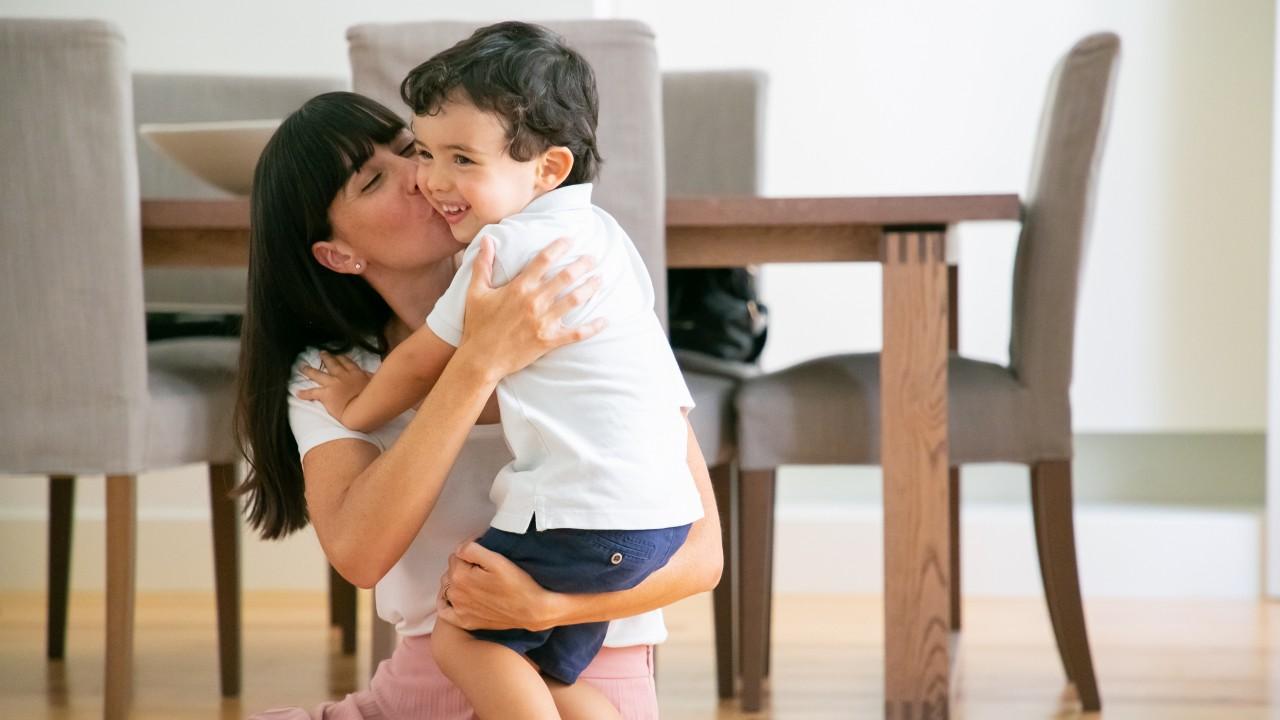 padres sobreprotectores crian hijos debiles e incapaces de madurar expertos