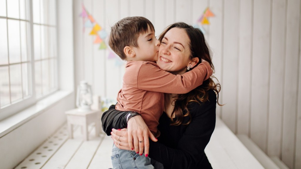 padres sobreprotectores crian hijos debiles e incapaces de madurar