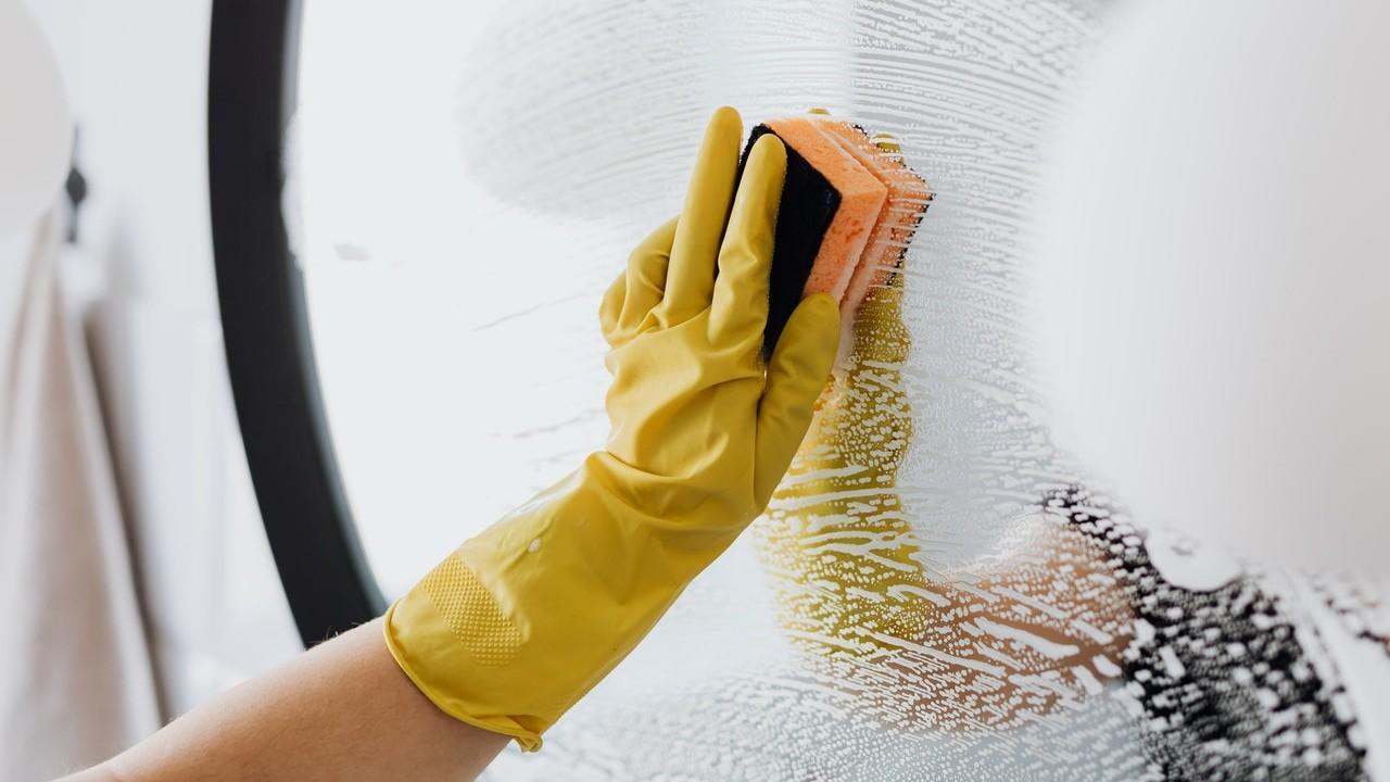 por que debes usar guantes cuando limpies con vinagre manos lastimadas