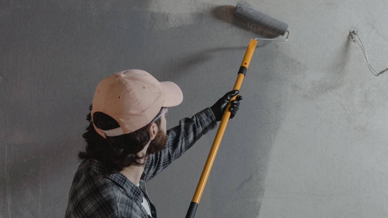 que se necesita para pintar pared de cemento