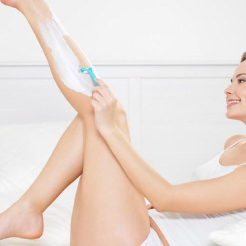 depilar las piernas con rastrillo sin cortaduras