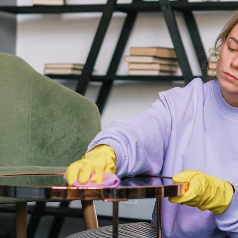 truco para limpiar mesa de vidrio sin dejar marcas