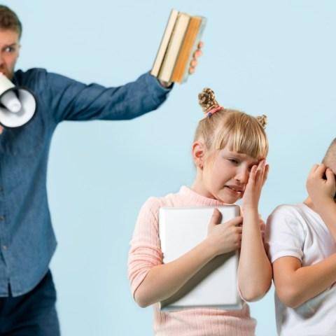 Como sanar el daño causado a tus hijos por gritarles o golpearlos